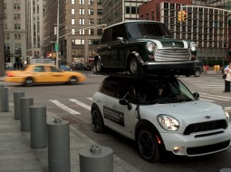 MINI NYC stunt1 255x190 MINI Countryman re enacts SUV stunt