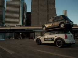MINI NYC stunt2 255x190 MINI Countryman re enacts SUV stunt