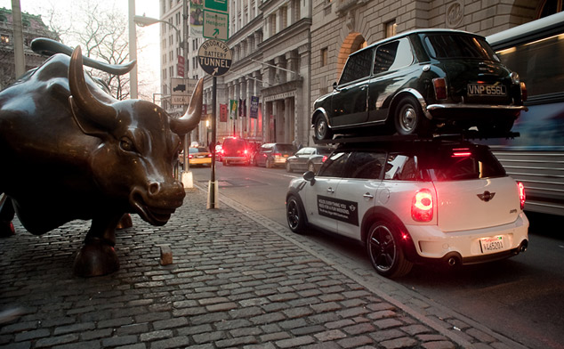MINI Countryman re-enacts SUV stunt